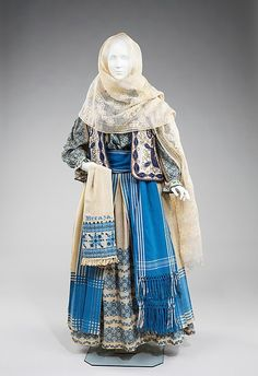 Romanian folk costume has remained relatively unchanged and continues to be worn for festival occasions. The basic model for women consists of an embroidered blouse and skirt, belt, head scarf, and often a vest or jacket Historical Costume, Historical Clothing, Vintage Outfits, Vintage Fashion, Folk Clothing, Renaissance Clothing, Look Fashion, Fashion Design, Steampunk Fashion