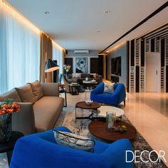Assinado pelo escritório Gaurav Kharkar & Associates, Nigram's Residence é um projeto de renovação arquitetônica. Resultado da fusão de dois apartamentos, a morada exibe décor luxuoso e confortável aos moradores.