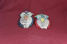 Two beatifull owls for your wall.  This object is made of low-temperature clay, the technique Sgraffito and many different dots colors.