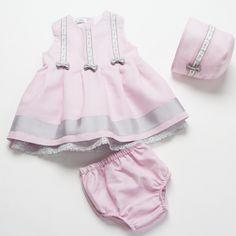 Es momento de ir pensando en bodas, bautizos y comuniones. En #MariolaBabies te proponemos estos conjuntos de #vestido con capota para vestir a tu #bebé en tonos pastel #kids #niños #niñas #modainfantil #fashionkids #ropaniños