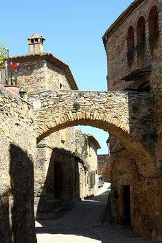 Rincón cargado de historia en Peretallada,  Girona Catalonia
