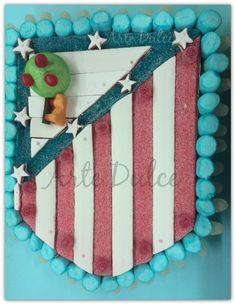 ESCUDO ATLETICO DE MADRID #AtléticodeMadrid #ArteDulce #Fútbol #Ponferrada #Bierzo #TartaChuches #Gominolas #Chuches #Rojiblanco #Cumpleaños #Tartadecumpleaños #Tarta