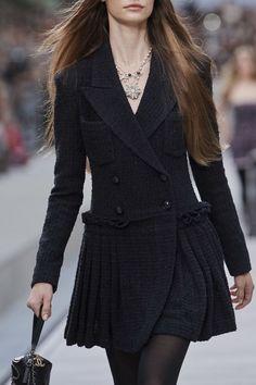 Chanel Spring 2020 Ready-to-Wear Fashion Show Chanel Spring 2020 Ready-to-Wear Collection - Vogue Ch Trend Fashion, Fashion 2020, Look Fashion, Editorial Fashion, Runway Fashion, High Fashion, Womens Fashion, Fashion Design, Paris Fashion