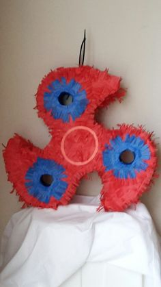 Fidget spinner piñata. To order go to www.etsy.com/shop/lovablepinatas