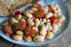 Aromatischer Weiße-Riesenbohnen-Salat mit Tomaten und Minze