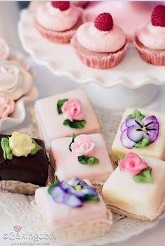 20 Mini Wedding Cakes Too Good To Eat! Plus Tutorials! 20 Mini Wedding Cakes Too Good To Eat! Plus Tutorials! Tea Cakes, Mini Cakes, Cupcake Cakes, Tea Party Cakes, Cake Fondant, Party Cupcakes, Yummy Cupcakes, Tea Party Desserts, Köstliche Desserts