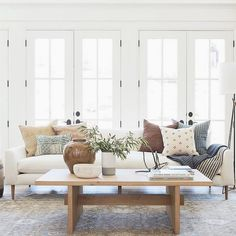 Home Living Room, Living Room Designs, Living Room Decor, Fashion Room, Home Fashion, Boho Home, Natural Home Decor, Living Room Inspiration, Interiores Design