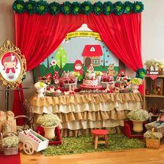 Um graça essa festa Chapeuzinho Vermelho! Adoro a toalha de babados! Por @tworosesevents ❤️❤️❤️ #kikidsparty