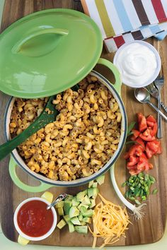 Taco Dinner Mac and Cheese - Quick and Easy Holiday Suppers - Southern Living - Mexican-flavored ground beef adds a hearty twist to kid-friendly mac and cheese. Top with good-for-you toppings like tomato and avocado. Recipe: Taco Dinner Mac and Cheese Taco Mac And Cheese, Mac And Cheese Homemade, Cheese Tacos, Cheddar Cheese, Ground Beef Dishes, Ground Beef Recipes, Ground Meat, Beef Casserole, Casserole Recipes