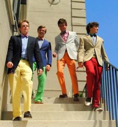 they look fantastic.yes colored pants. For the guys! what do you think? Preppy Boys, Preppy Style, My Style, Sharp Dressed Man, Well Dressed Men, Bright Pants, Colored Pants, Karl Lagerfeld, Wedding Colors
