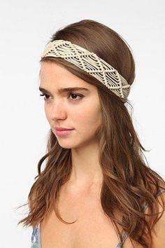 Macramé Headwrap from Urban Outfitters. Macrame Headband, Diy Macrame Earrings, Macrame Colar, Macrame Art, Macrame Design, Macrame Knots, Macrame Jewelry, Macrame Wall Hanging Patterns, Macrame Patterns