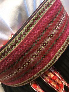 Belte til beltestakk fra Telemark (Husfliden Porsgrunn) Inkle Weaving, Inkle Loom, Tablet Weaving, Weaving Textiles, Weaving Patterns, Safari, Loom Bands, Ice Queen, Folk Costume