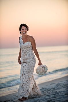Watersound Wedding from Diva Productions + Paul Johnson Photography Beautiful Bride, Beautiful Dresses, Gorgeous Dress, Beautiful Sunset, Bridal Gowns, Wedding Gowns, Wedding Bouquet, Aisle Style, Before Wedding