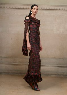 See the complete Givenchy Spring 2017 Couture collection.