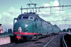 Dutch train at Leidschendam-Voorburg (Hondekop mat54)