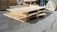 Paletler genelde ahşaptan taşınacak ürünün ölçü ve ağırlığında göre üretilirler. Standart olarak kullanılan ve hazır halde sürekli bulunan palet çeşitleri de vardır