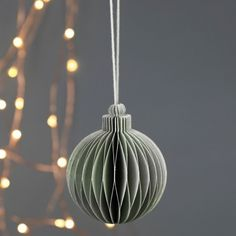 Christmas paper decorations: you should remember these ideas! - Fresh ideas for the interior, decoration and landscape How To Make Christmas Tree, Christmas Makes, Modern Christmas, Simple Christmas, Christmas Crafts, Christmas Ornaments, Paper Christmas Decorations, Paper Ornaments, New Years Decorations