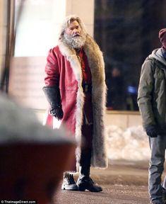 Kurt Russell films holiday flick dressed as Santa Claus Father Christmas, A Christmas Story, Christmas Shirts, Christmas Art, Christmas Humor, Christmas Movies, Christmas Ideas, Xmas, New Netflix Movies
