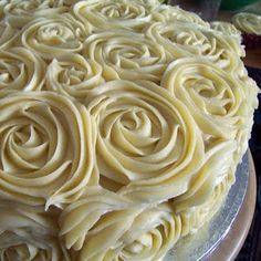Lemon & Almond wedding cake with white chocolate butter icing roses.. soo elegant this almost makes a close first with the lace cakes!!