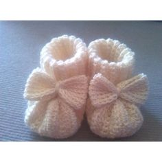 "ENGLISHBaby booties with Bow Crochet Pattern English language - US crochet terms Size 3 - 6 Months (Fits Foot measurement up to 4"") Purchase 2 or more patterns and get 10% off at checkout! The PDF includes:5 pages of detailed instructions and photos Abbreviations, materials and gauge By purchasing this pattern you agree to the following: This pattern is copyright protected and cannot be sold, transmitted, distributed or reproduced in any form or by any means. However, you are welcome to…"