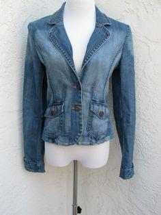 H size 6 light blue denim stretch blazer distressed jean jacket