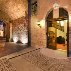 The millenary history of Castello Marcantonio is told by the masonry work, testimony of the evolution of the history of the building over centuries. Infact, the castle rises on the remainings of a Romanvillaand its cisterns and lower walls.
