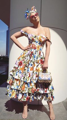 Luxury Vintage Madrid offers you the best selection of contemporary and classic clothing in the world. Simple Dresses, Nice Dresses, Amazing Dresses, Pretty Outfits, Pretty Clothes, Fashion Beauty, Womens Fashion, Floral Fashion, Classic Outfits