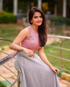 Most Beautiful Bollywood Actress, Beautiful Actresses, Indian Actress Images, Indian Actresses, Beautiful Girl Indian, Beautiful Saree, Girl Photography, Hiking Photography, Dehati Girl Photo