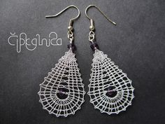 Teardrop Small Silver Lace Earrings With Purple Crystal por Lace Earrings, Lace Jewelry, Crochet Earrings, Wire Jewellery, Hairpin Lace Crochet, Crochet Shawl, Crochet Motif, Bobbin Lace Patterns, Bead Loom Patterns