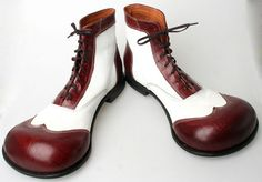 Funky shoes for the dapper clown Funky Shoes, Crazy Shoes, Most Expensive Shoes, Pierrot Clown, Clown Shoes, Creative Shoes, Send In The Clowns, Big Top, Crocs