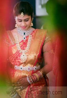 Traditional Southern Indian bride wearing bridal silk saree jewellery and hairstyle. - - Traditional Southern Indian bride wearing bridal silk saree jewellery and hairstyle. Indian Bridal Outfits, Indian Bridal Fashion, Indian Bridal Makeup, Indian Wedding Jewelry, Indian Bridal Wear, Bridal Jewelry, Indian Jewelry, Wedding Outfits, Bridal Silk Saree