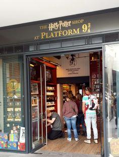 """<a href=""""http://www.harrypotterplatform934.com/"""" target=""""_blank"""">The Harry Potter Shop at Platform 9"""