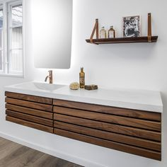 The dark walnut tree has plenty of glow and creates warmth in your bathroom. The massive slats in the M-line are here combined with a white concrete worktop that gives a rustic appearance. # home decor Home Interior, Interior Styling, Interior Design, Bathroom Inspo, Bathroom Inspiration, Emco Bad, Build My Own House, Bad Inspiration, White Concrete
