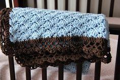 He encontrado este interesante anuncio de Etsy en https://www.etsy.com/es/listing/236190085/blue-and-brown-baby-blanket-for-baby-boy