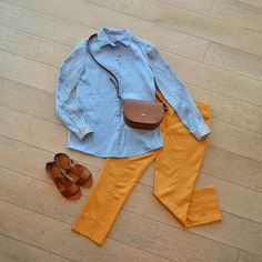 Блузка и брюки PHILOSOPHY DI ALBERTA FERRETTI; сандалии RALPH LAUREN; сумка FURLA.