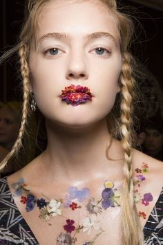 Floral makeup at preen