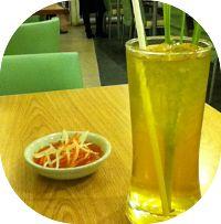 Receita de suco termogênico de abacaxi e capim limão para acelerar o metabolismo e aumentar a queima de gorduras. O capim limão acelera o metabolismo