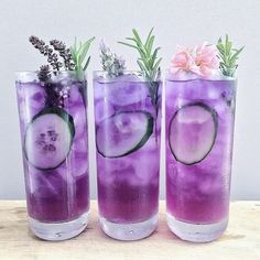 Gin butterfly pea tea (sweetened with rosemary syrup) and lime juice. Gin butterfly pea t Colorful Drinks, Fancy Drinks, Cold Drinks, Alcoholic Drinks, Bar Drinks, Purple Drinks Alcohol, Milk Shakes, Refreshing Drinks, Summer Drinks