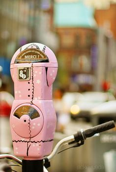 I may not mind putting money into a PINK parking meter!  Repinned from Fleaing France via René Marie ⚓ Beach Cottage Life