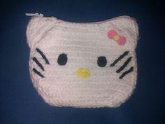 Monedero de Hello Kitty hecho a crochet o ganchillo