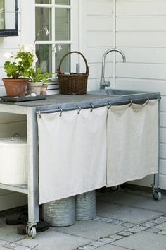 Inspiration for a kitchencorner outside Small Outdoor Spaces, Outdoor Rooms, Outdoor Living, Summer Sheds, Outdoor Grill Station, Adams Homes, Vintage House Plans, Summer Kitchen, Rustic Outdoor