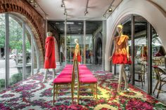 The Delpozo fashion brand opened its first store in the United States, in Design District, Miami in January.  We are loving the details and design of this store, beautiful! #IRDC