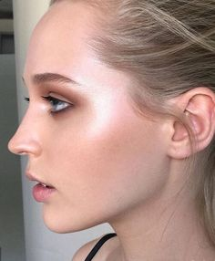 ♥ Pinterest: DEBORAHPRAHA ♥ The best way to apply highlighter, start at the cheeks and go around the eyes. This is the perfect example! I love this makeup