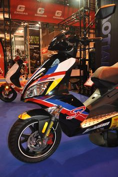Baotian Falcon 50R, 2-stroke single cylinder, air coooled, 50cc, front and rear disc brakes, weight 92kg
