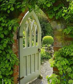Here's a garden gate to end all garden gates!! Wollerton Old Hall Garden, Shropshire, UK #garden #gardengate#gardensofengland #gardensofinstagram