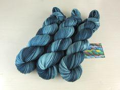"""Handgesponnen & -gefärbt - """"BlueMan"""" Luxus-Sockenwolle handgefärbt - ein Designerstück von PondeRosa-Wolle bei DaWanda"""