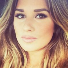 Celebrity Makeup Tutorial - Jessie James Decker, here are all the beauty products she uses & a step-by-step video guide to contouring & getting her look.