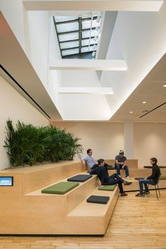 Wooden bleachers and planted screens are intended to evoke New York City& urban courtyards at this headquarters for Slack, by architecture firm Snøhetta. Office Lounge, Office Seating, Corporate Interiors, Office Interiors, Design Comercial, New York Office, Interior Minimalista, Bureau Design, Workplace Design
