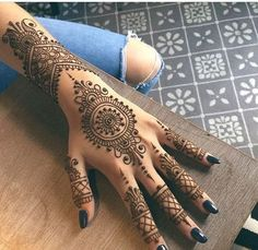 Henna Tattoos Designs & Ideas (Images For Your Inspiration) www.ultraupdate… Henna Tattoos Designs & Ideas (Images For Your. Henna Tattoo Hand, Henna Tattoo Designs, Henna Tattoos, Henna Art, Paisley Tattoos, Mandala Tattoo, Henna Mandala, Tattoo Hip, Henna Designs Arm