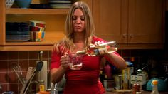 Kaley Cuoco is a person who likes to be prepared when traveling. However, her love for the wine got her in awkward but hilarious incident. Penny And Sheldon, Big Bang Theory Funny, Need Wine, Kaley Cuoco, Wine Drinks, Funny Moments, Bigbang, Awkward, Hilarious